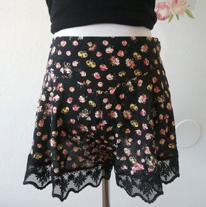 FREE PEOPLE floral lace shorts. Size M